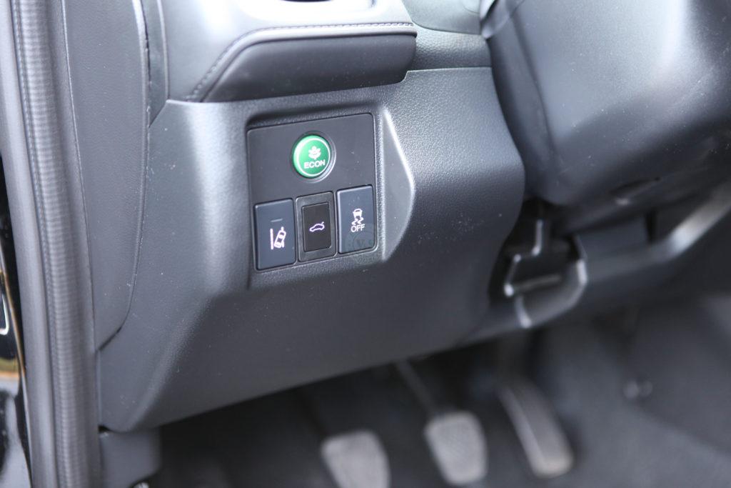 Inteligentny system otwierania i zamykania klapy bagażnika Honda HR-V 2015 >
